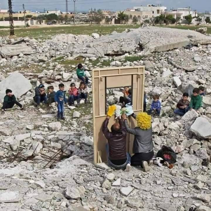 ACTION PRO-syrian puppetteers picture Arte in guerra e pace